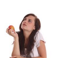 jabuka, zamisljena djevojka