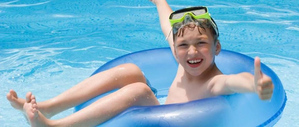 dijete bazen uzivanje ljeto