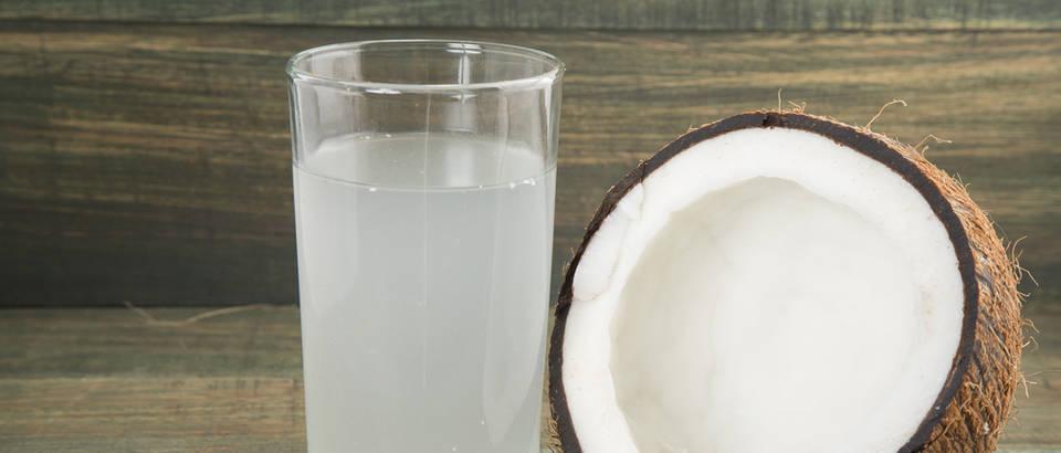 kokosova voda, Shutterstock 520650577