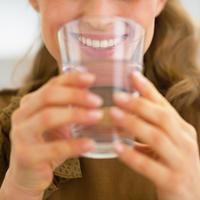 Voda žena post shutterstock 174307055