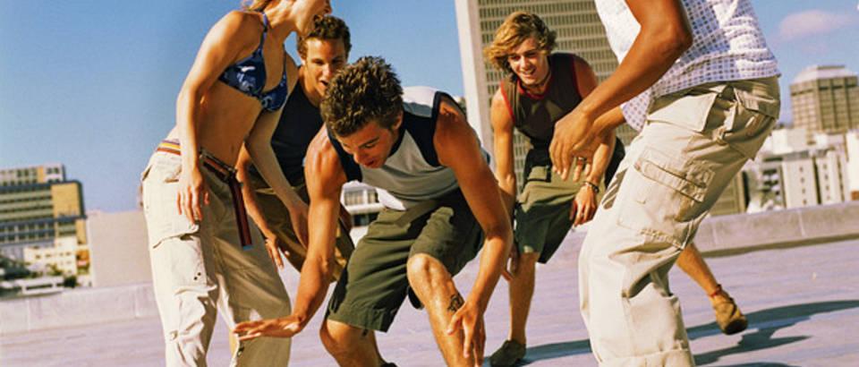 igra-kosarka-sport-zabava-prijatelji