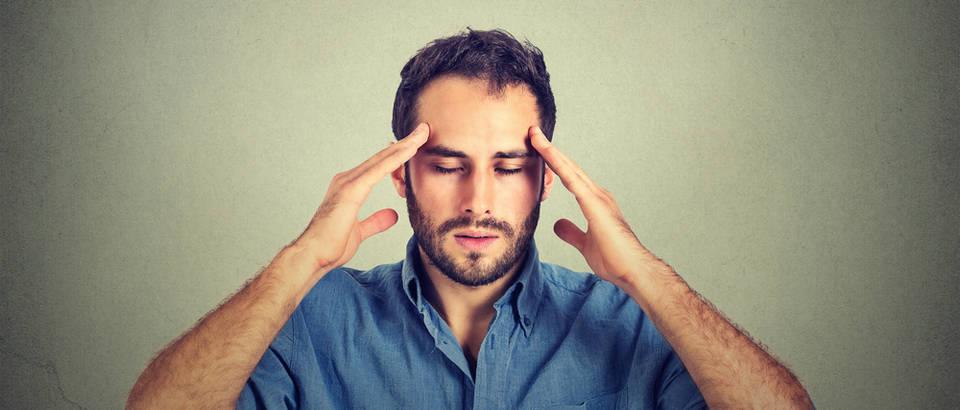 Glavobolja muškarac shutterstock 332208656