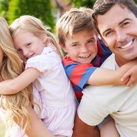 obitelj, proljece, sreca, roditeljstvo, shutterstock