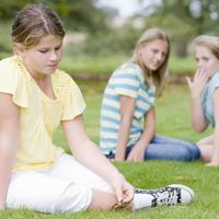 pretilost, tuga, djevojcica, prijatelji, usamljenost