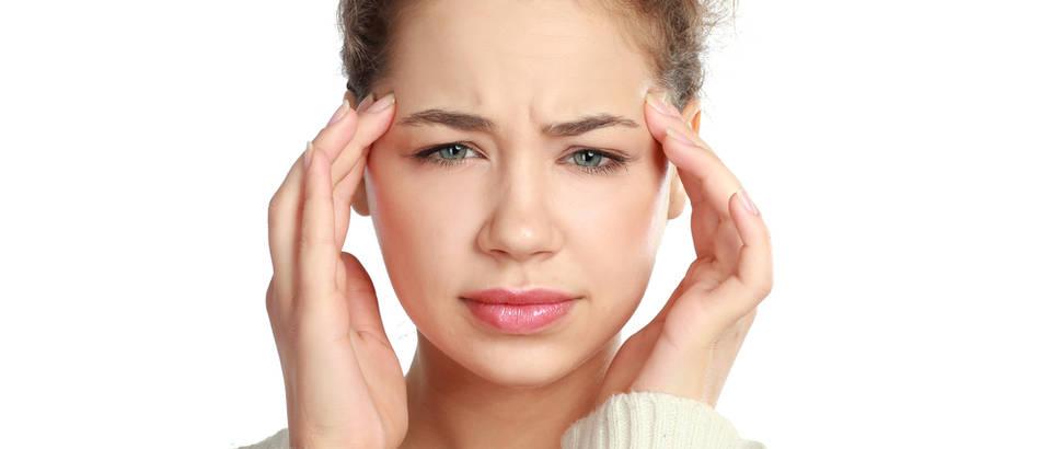 Glavobolja vid oči žena shutterstock 121296148