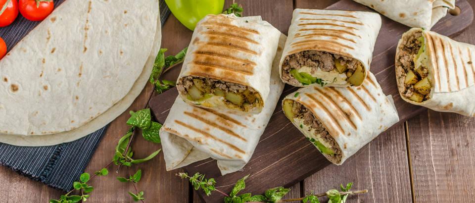 Burrito meso krumpir doručak proteini shutterstock 312212765