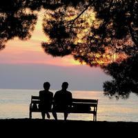 zalazak sunca zaljubljeni par