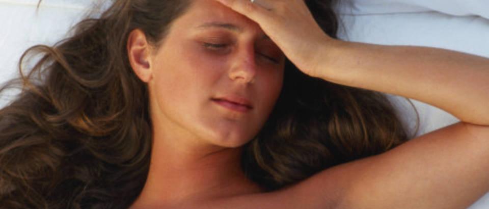 zena-san-spavanje-nesanica-nocna-mora-glavobolja1