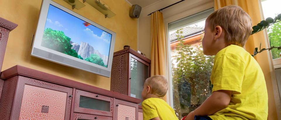 djeca gledaju tv, Shutterstock 228505549