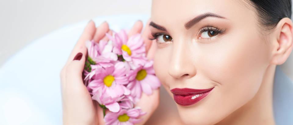 Ljepota šminka ruž svježina koža žena shutterstock 355272818