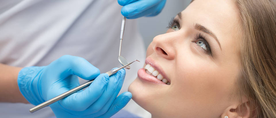 Zubi zubar stomatolog pregled ordinacija lijecenje shutterstock 364127231