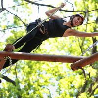 Penjanje visina žena napor tijelo mišići shutterstock 185704871