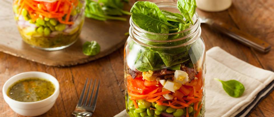 Staklenka salata povrće obrok shutterstock 303404693