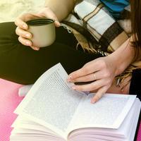 Učenje knjiga kava shutterstock 415099753