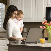 Mama, beba, laptop, zaposlenost