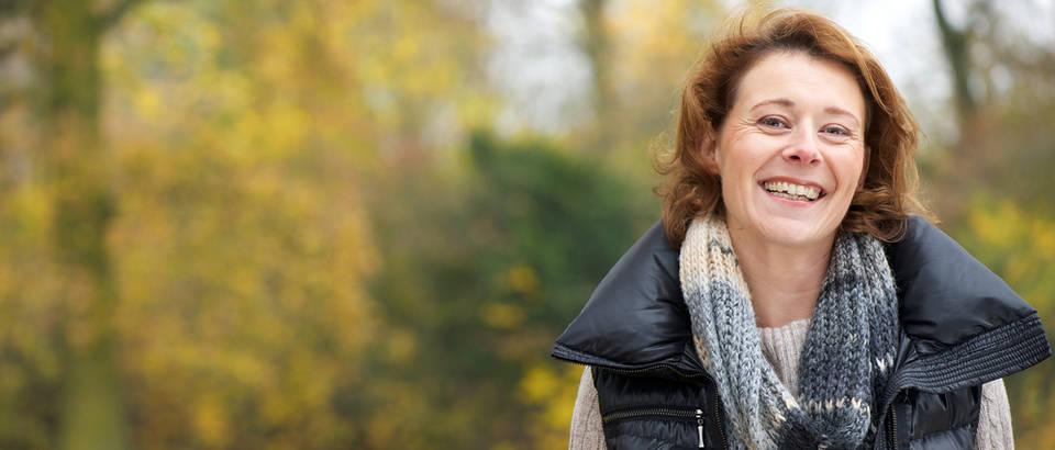 stariaj sretna zena, Shutterstock 119344633