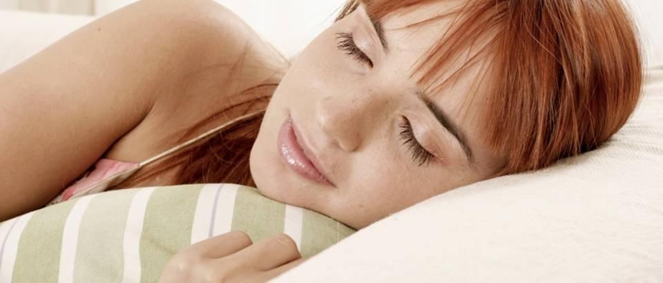 san-spavati-spavanje-zena-1