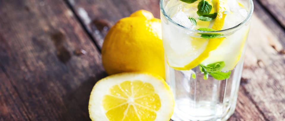 Limun voda shutterstock