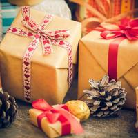 Darovi božić darivanje shutterstock 353773565