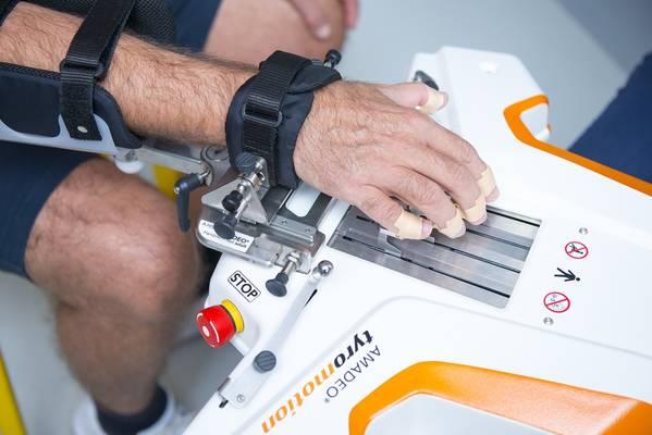 11 ARITHERA Rehabilitacija prstiju i sake Robotski uredaj AMADEO