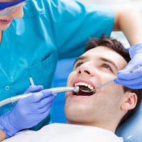 Zubar stomatolog zubi shutterstock 171406637