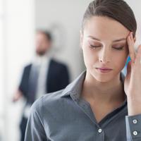 Glavobolja žena shutterstock 369751736