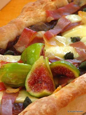 pizza sa slatkim od luka i smokava-3