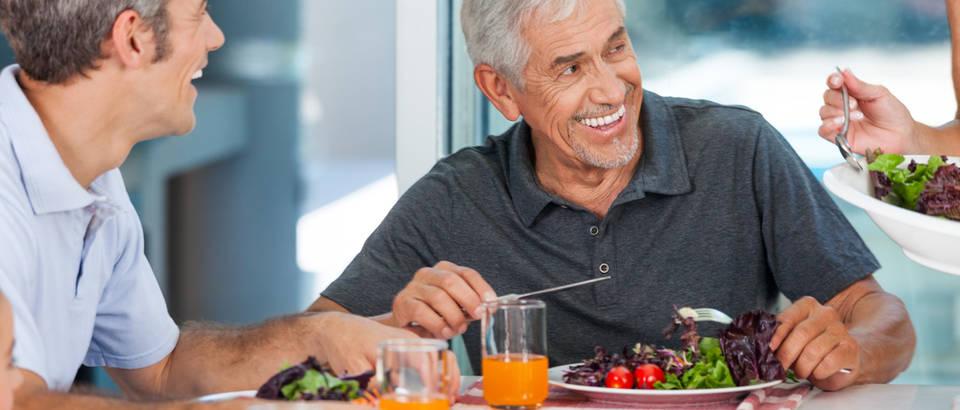 zdrava hrana, rucak, stariji ljudi, Shutterstock 181892795