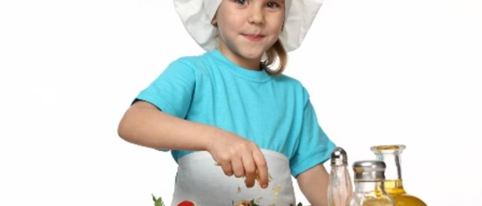 maslinovo ulje, dijete kuha, djevojcica
