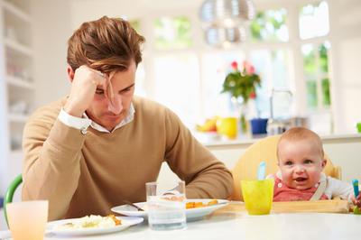 Kako postporođajna depresija može pogoditi i očeve?