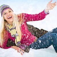 zena-snijeg-veselje-zima