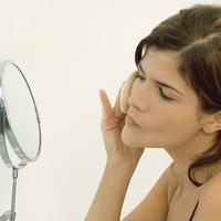 zena-sminka-njega-puder-ogledalo2