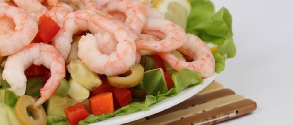 kozice, morska hrana, mediteranska prehrana, masline, salata, mrkva, krastavci, zelena salata, povrce