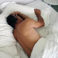 muskarac-krevet-depresija-impotencija-erektilna-disfunkcija1