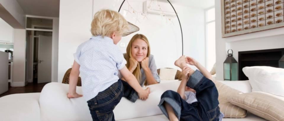 dijete-igra-mama-djeca-obitelj