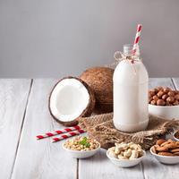 Orašasti plodovi mlijeko shutterstock