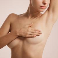 Grudi asimetrija dojke žena shutterstock 383018863