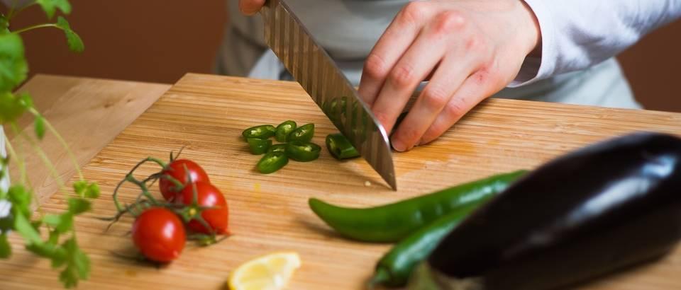 Priprema hrane ajurvedska prehrana povrće rezanje IMGP2403