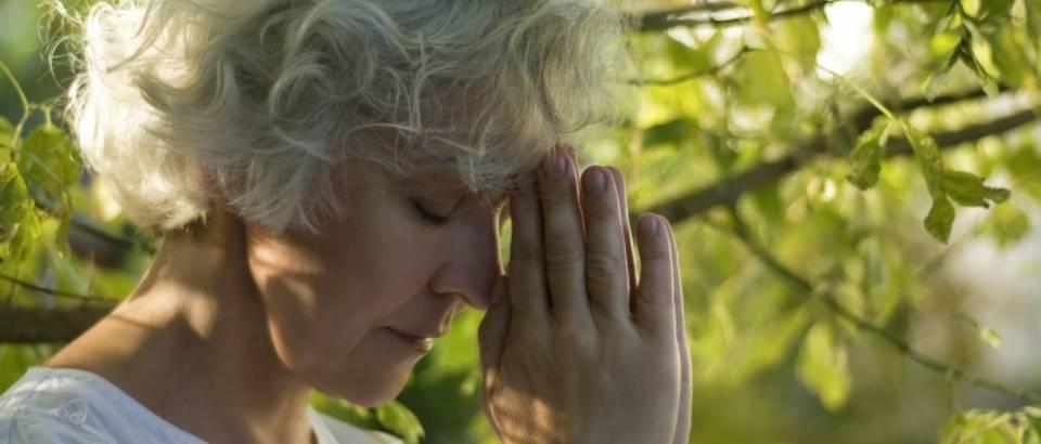 Meditacija, strarija zena