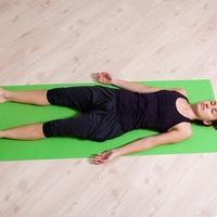 lezeci polozaj, joga, shutterstock