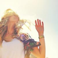 Ljeto, sunce, ženaa