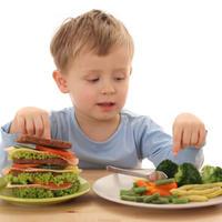 dijete-hrana-jede-povrce-vegetarijanstvo-junk-food7