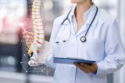 Ovo su 4 simptoma osteoporoze, a neke nikad ne bi povezali s tom bolešću