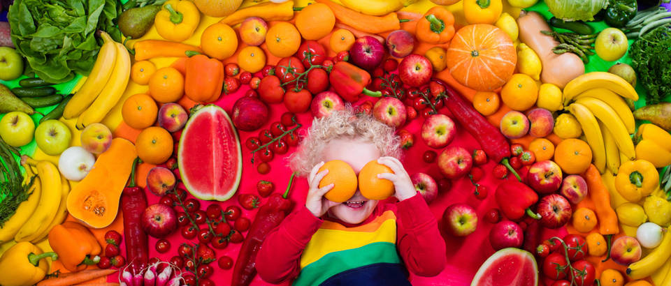 Vitamini dijete povrće voće duga shutterstock 418462303