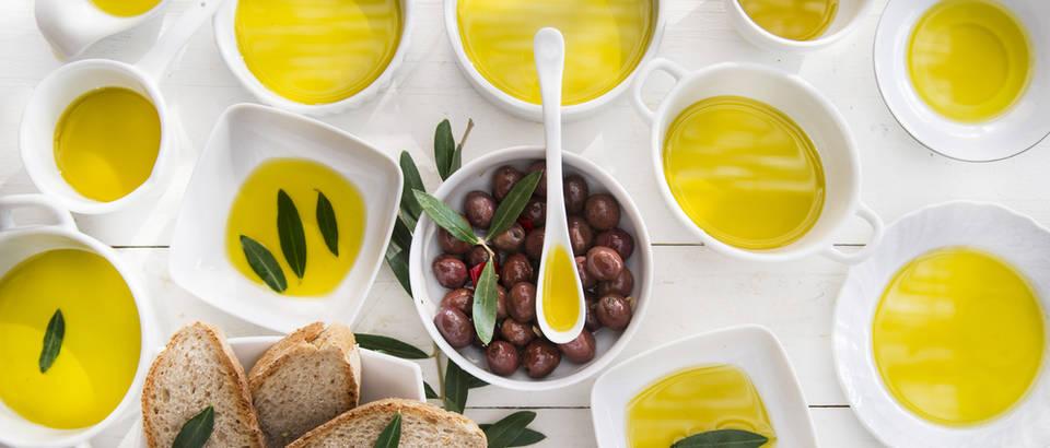 maslinovo ulje, masline, kruh, Shutterstock 215130217