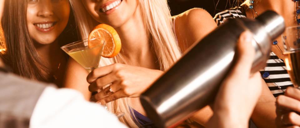 Alkohol opijanje mladi tulum izlazak zabava zena flert zavođenje ljeto shutterstock 41208265