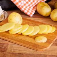 Krumpir cesnjak shutterstock 205821379