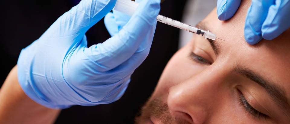 Botoks botox injekcija tretman igla ubod lice bore muskarac koza shutterstock 189644792