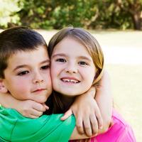 Djeca, ljubav, zagrljaj