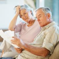 novine, stariji par, penzioneri, umirovljenici